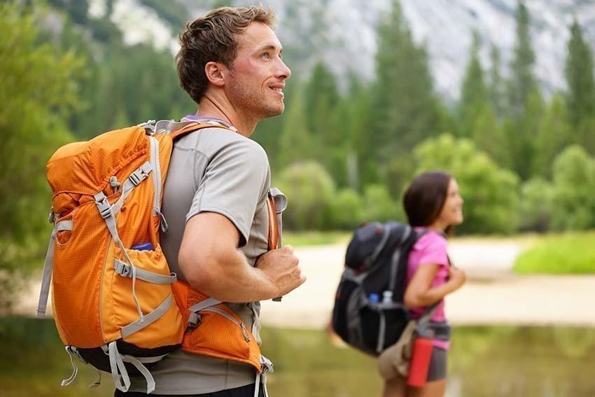 Wanderer mit Sportrucksack